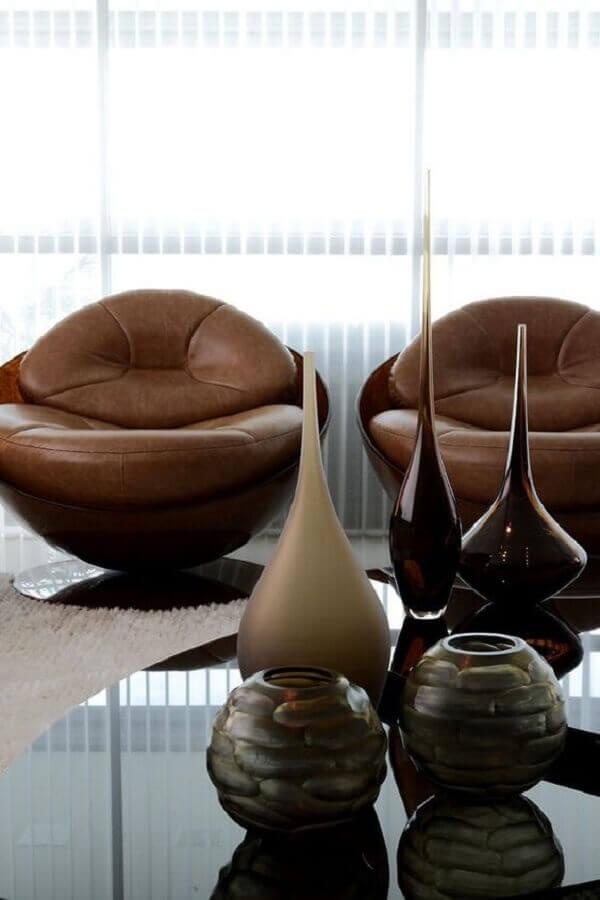 decoração de sala com poltrona marrom escura moderna Foto Pinterest