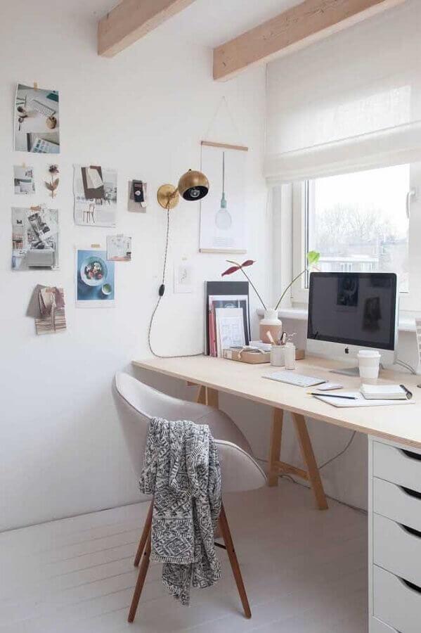decoração em cores claras com cadeira acolchoada para escrivaninha Foto Houzz
