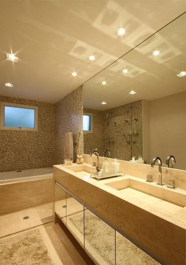 Decoração em cores neutras com bancada de mármore para banheiro sofisticado