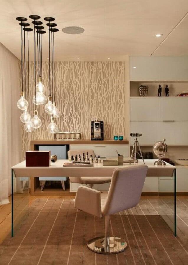 decoração em cores neutras com cadeira acolchoada escritório Foto Casa Decorada