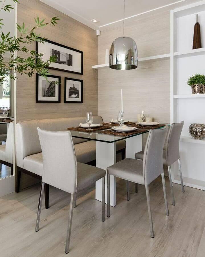 decoração em cores neutras com cadeira acolchoada para sala de jantar pequena Foto Pinterest