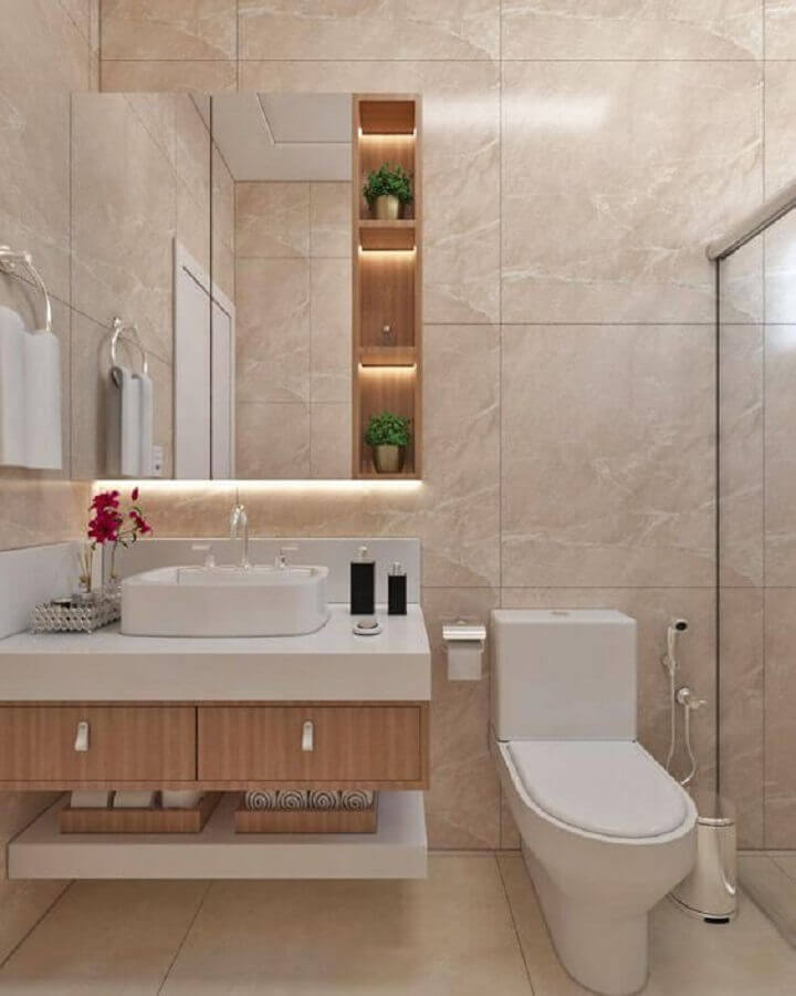 Decoração em cores neutras com espelheira para banheiro planejado