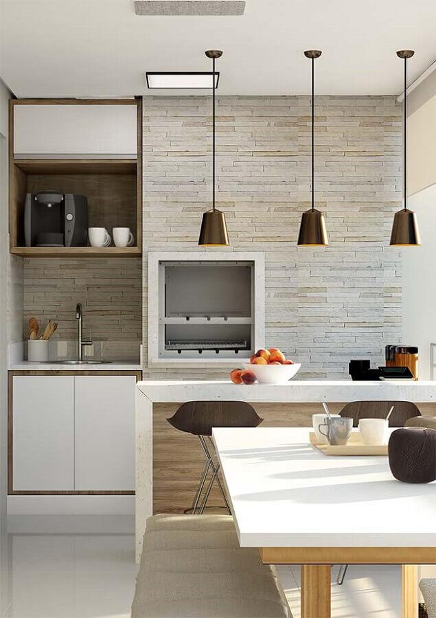 decoração em cores neutras com pendente para área gourmet planejada