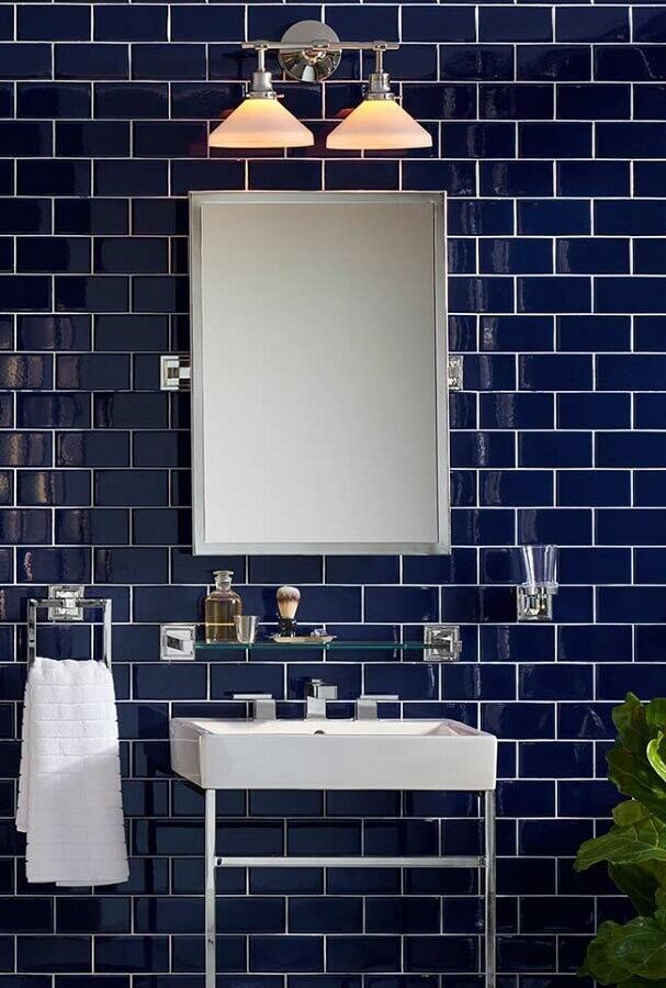 decoração estilo clássico para banheiro azul marinho Foto Pinterest