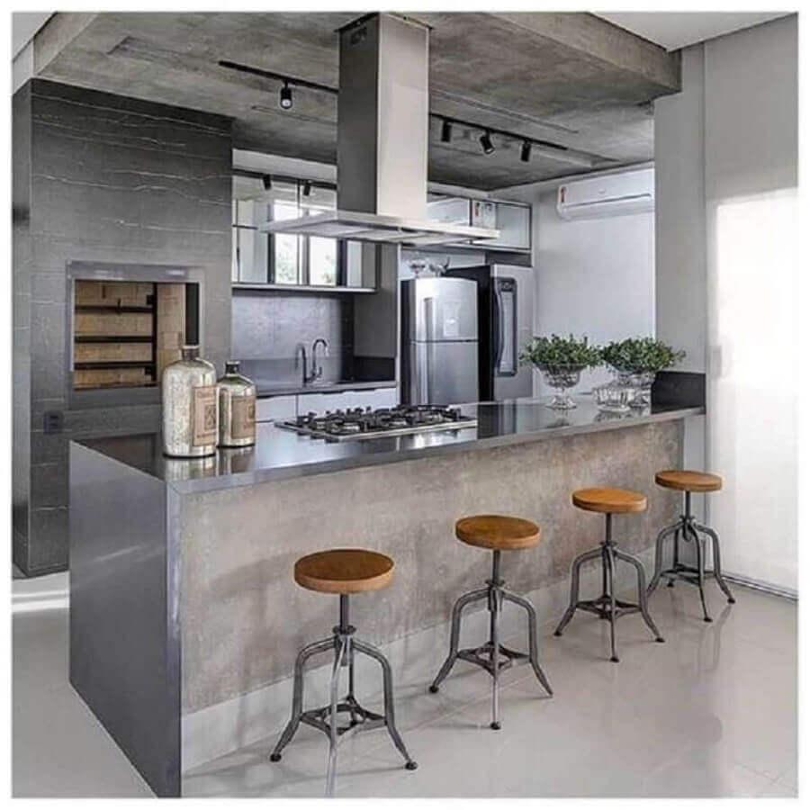 Decoração estilo industrial com banquetas para bancada de área gourmet cinza