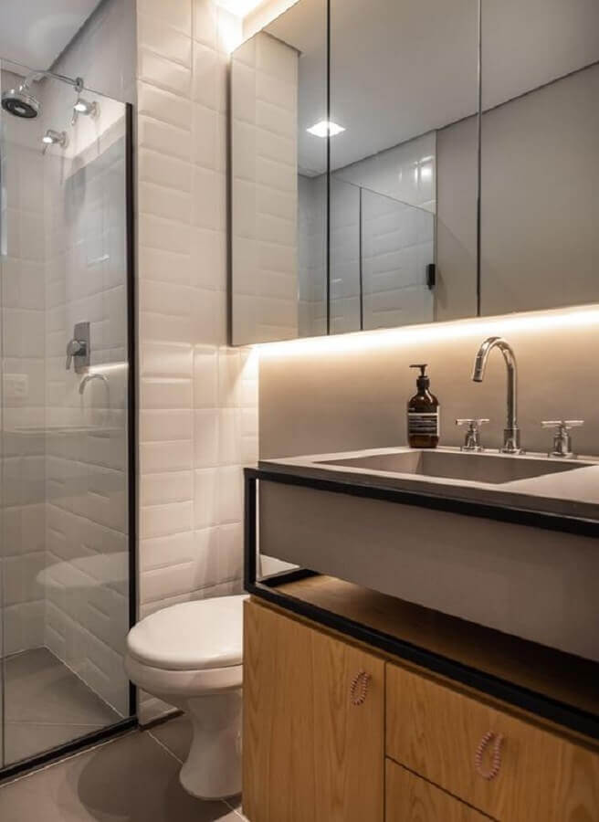 Decoração estilo industrial com espelheira para banheiro com LED