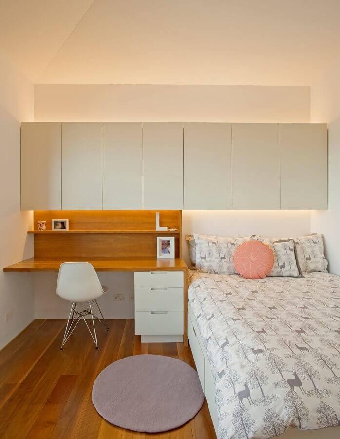 decoração minimalista com armário aéreo para quarto com escrivaninha de madeira Foto Houzz