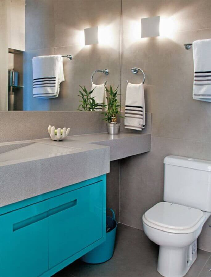 decoração moderna com parede de cimento queimado para banheiro azul turquesa e cinza Foto Ricardo Mello & Rodrigo Passos