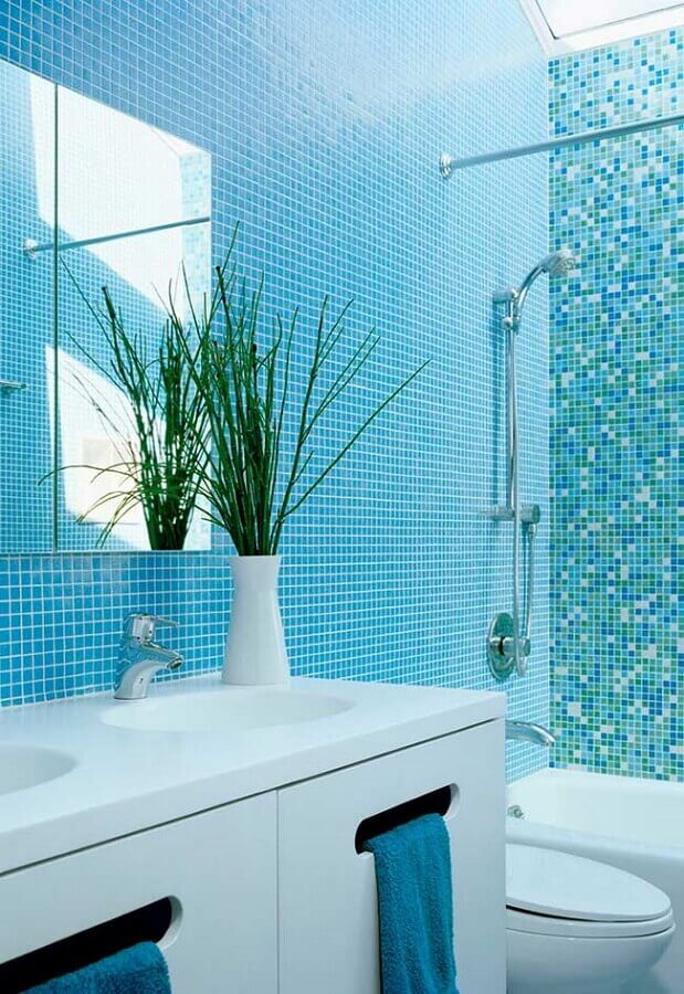 decoração para banheiro com pastilha azul turquesa Foto Pinterest