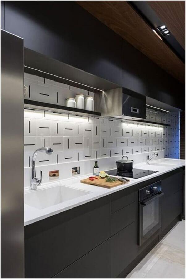 Decoração preto e branco com azulejo de cozinha moderno