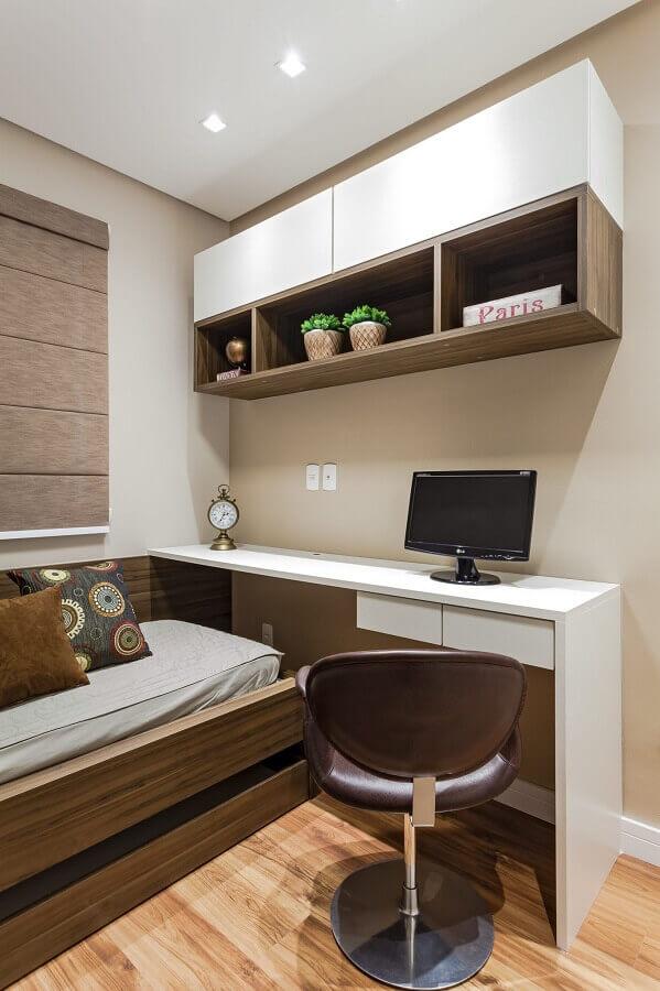 decoração simples com armário aéreo para escritório no quarto Foto Rúbia M. Vieira Interiores