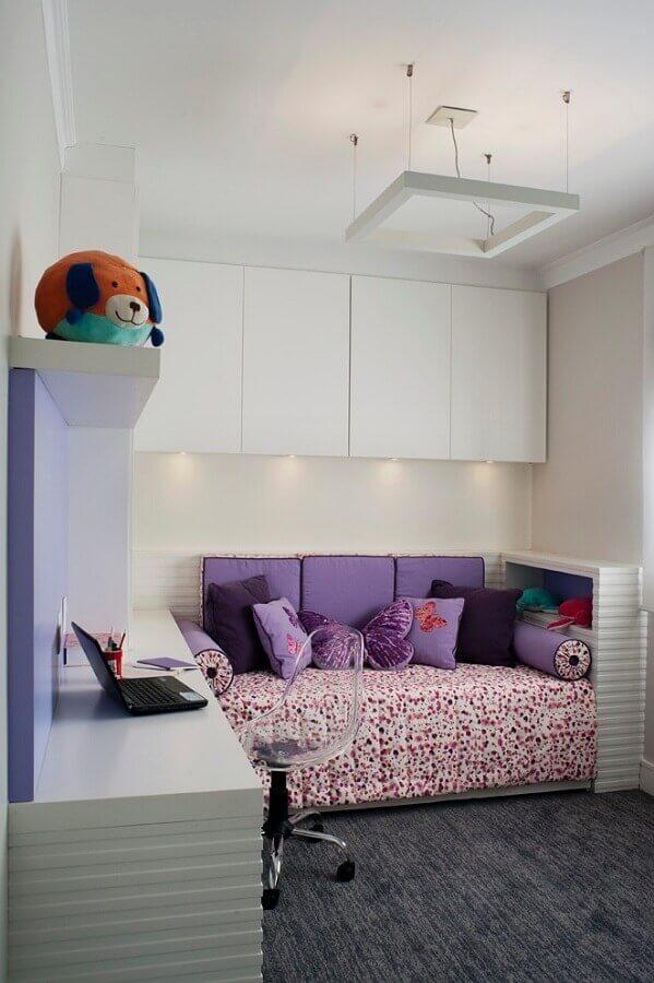decoração simples com armário aéreo para quarto de solteiro  Foto MdeMulher