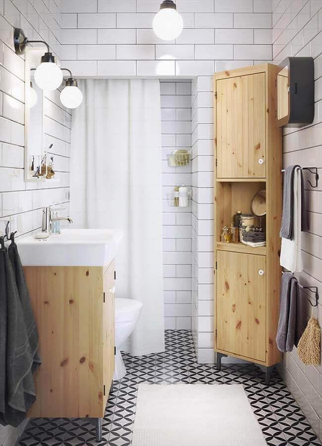 Decoração simples com armario de banheiro pequeno e simples em madeira