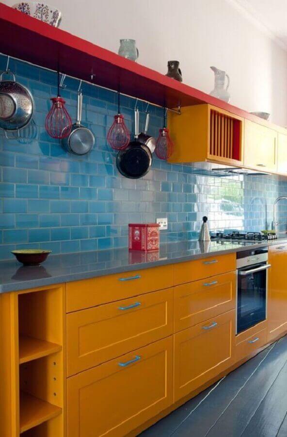 Decoração simples com azulejo de cozinha azul