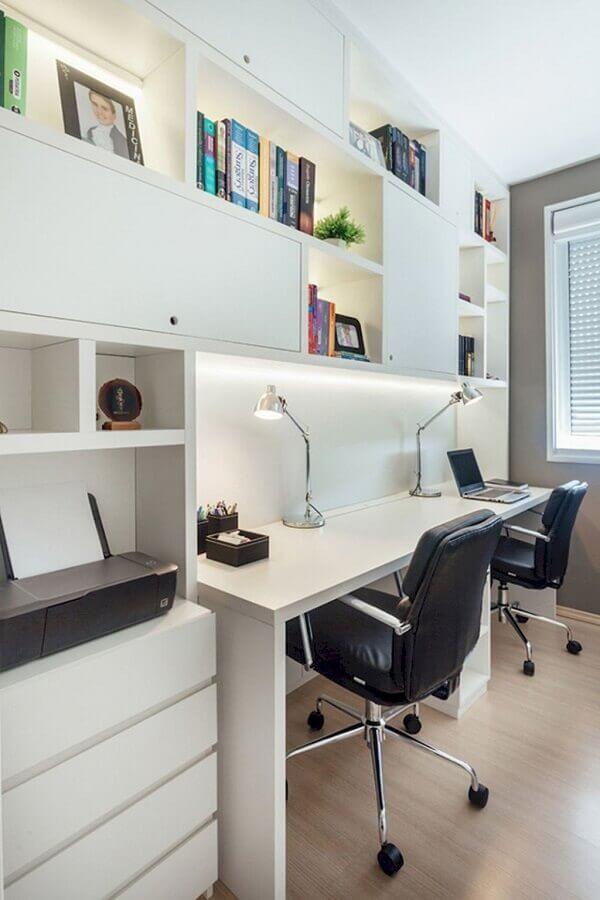 decoração simples com cadeira acolchoada para estudo Foto Habitissimo