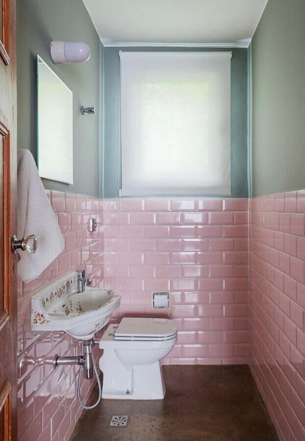 decoração simples para banheiro social com azulejo cor de rosa Foto Pinterest