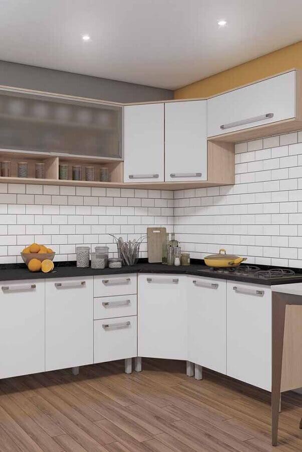decoração simples para cozinha modulada com armário aéreo de canto Foto Pinterest