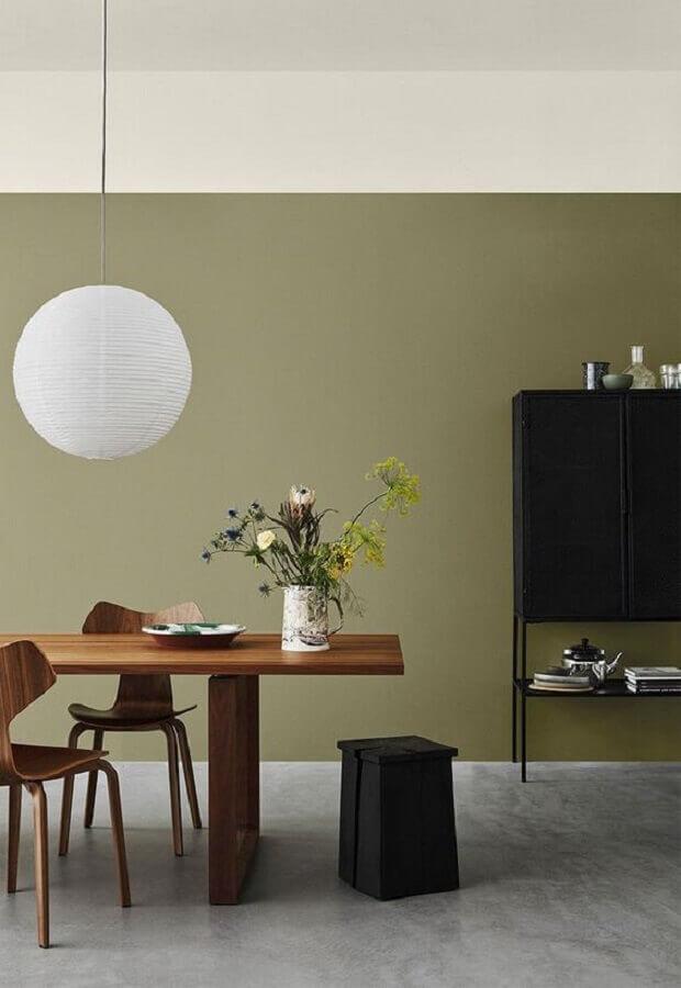 decoração simples para sala de jantar com parede verde oliva Foto Pinterest