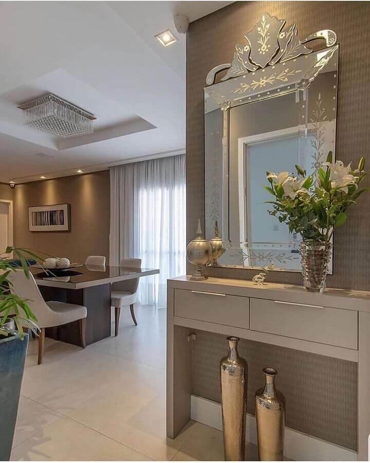 Decoração sofisticada com aparador com espelho para corredor