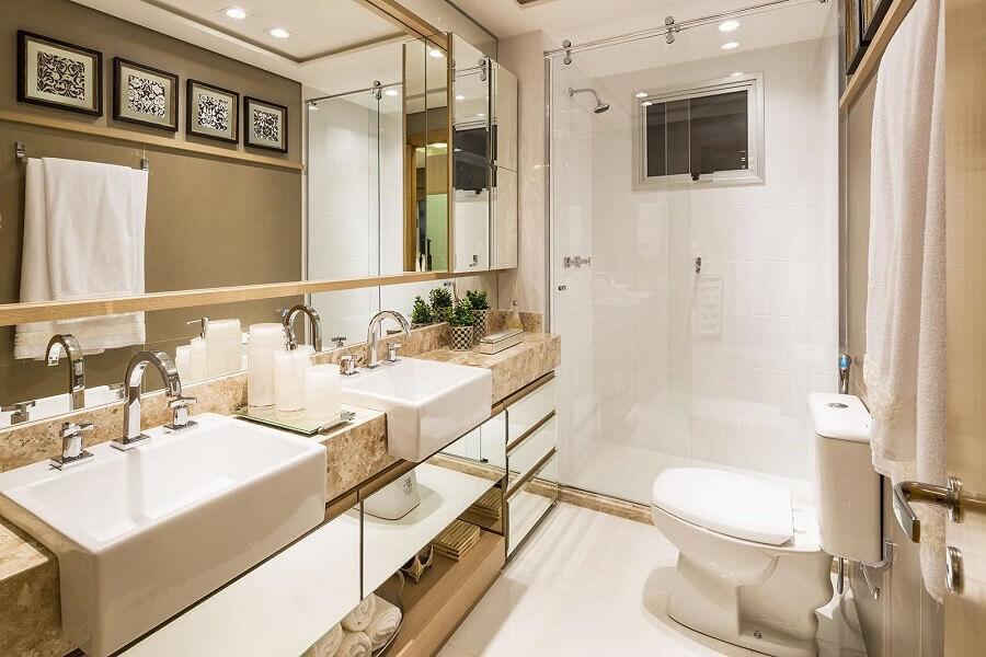 Decoração sofisticada com bancada de mármore para banheiro pequeno