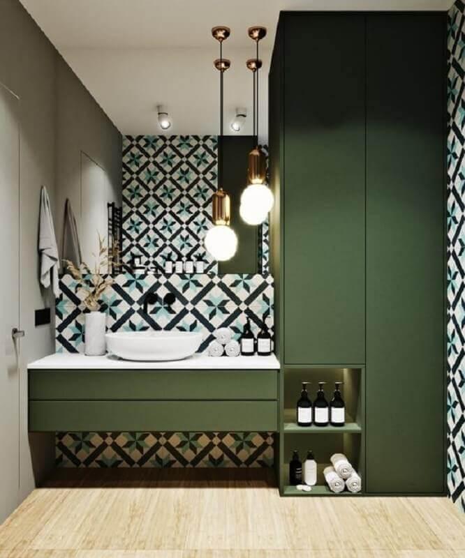 decoração verde oliva para banheiro moderno decorado com pendente de bancada  Foto Home Fashion Trend
