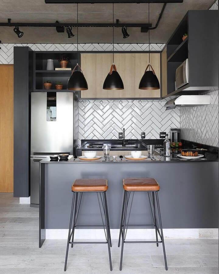 Decoração estilo industrial com azulejo de cozinha americana planejada