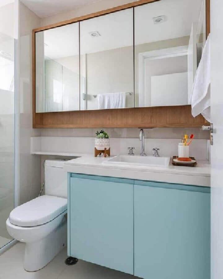 espelheira de madeira para decoração de banheiro azul pastel e branco Foto Jeito de Casa