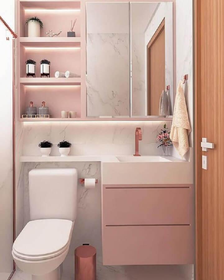 Espelheira para banheiro feminino decorado em cor de rosa e branco