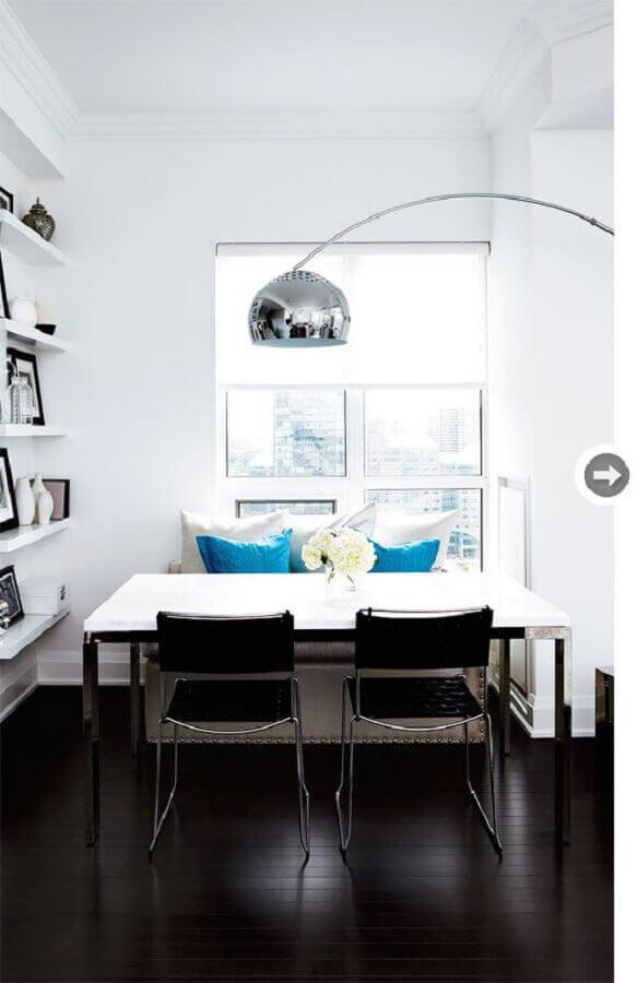 home office decorado com piso preto vinilico