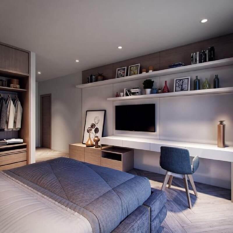Home office no quarto de casal moderno planejado