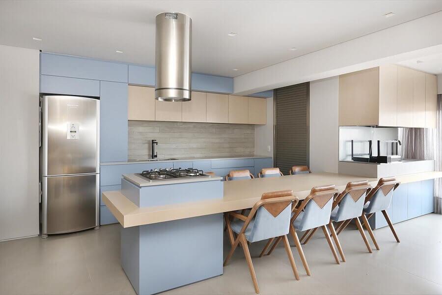 ilha gourmet com mesa para decoração de cozinha azul pastel Foto La Marcon