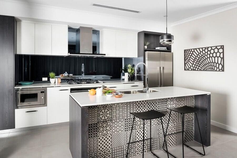 ilha gourmet com pia para decoração de cozinha branca e cinza moderna Foto Houzz