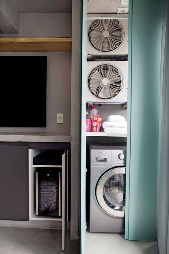 Lavanderia simples escondida com cortina