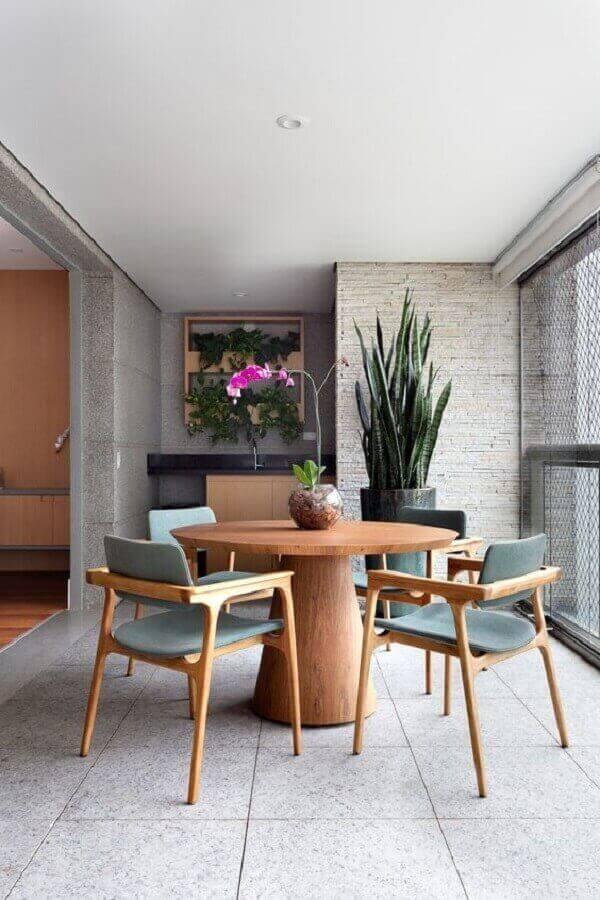 mesa com cadeira acolchoada para decoração de varanda Foto Casa de Valentina