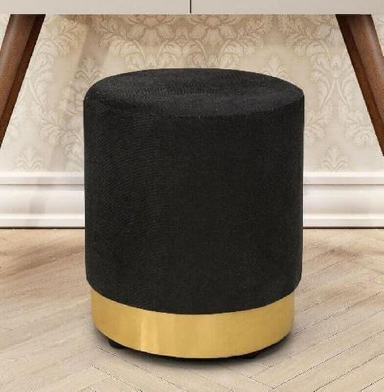 modelo de puff preto com detalhe em dourado Foto Pinterest