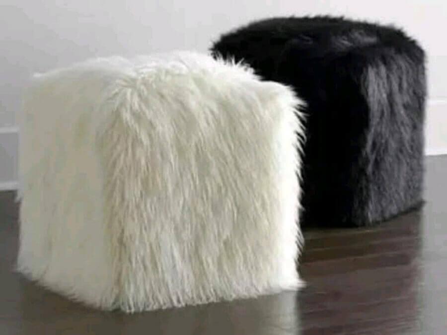 modelo de puff preto e pelos Foto Pinterest
