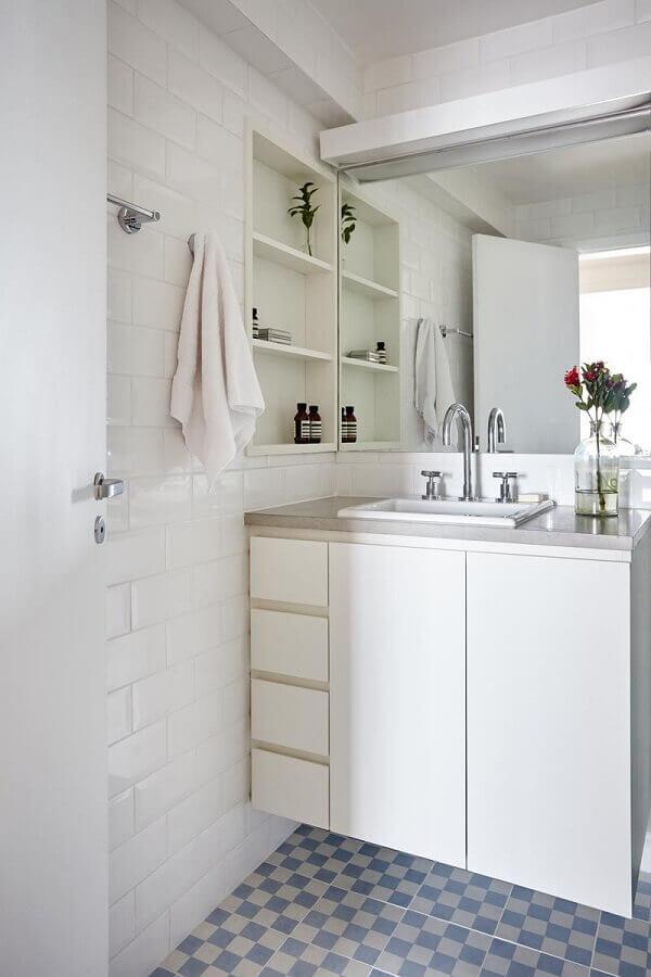 Modelos de azulejos para banheiro simples decorado todo branco