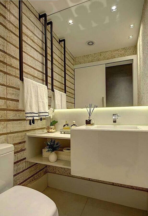 papel de parede listrado para decoração de banheiro social pequeno Foto Veia Arquitetônica
