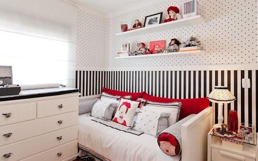 Papel de parede para decoração de quarto feminino pequeno branco e preto com detalhes em vermelho