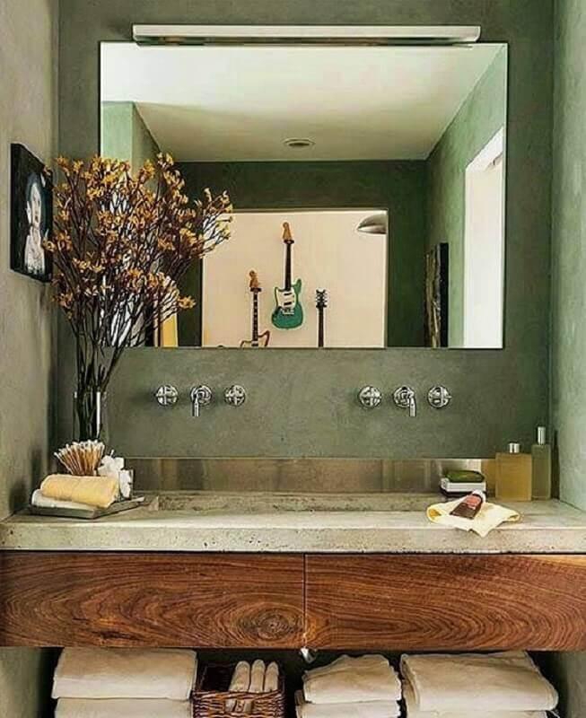 parede verde oliva para banheiro decorado com espelho sem moldura  Foto Pinterest