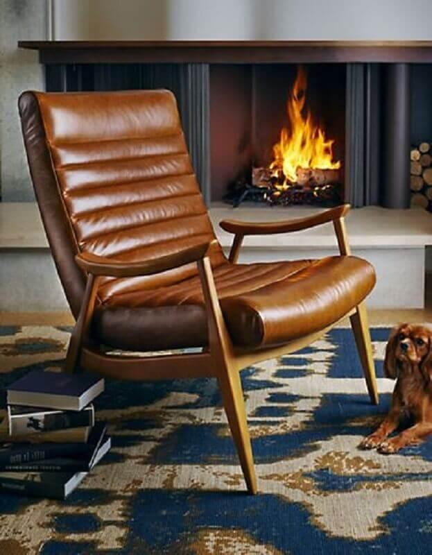 poltrona de couro marrom para decoração de sala com lareira Foto Pinterest
