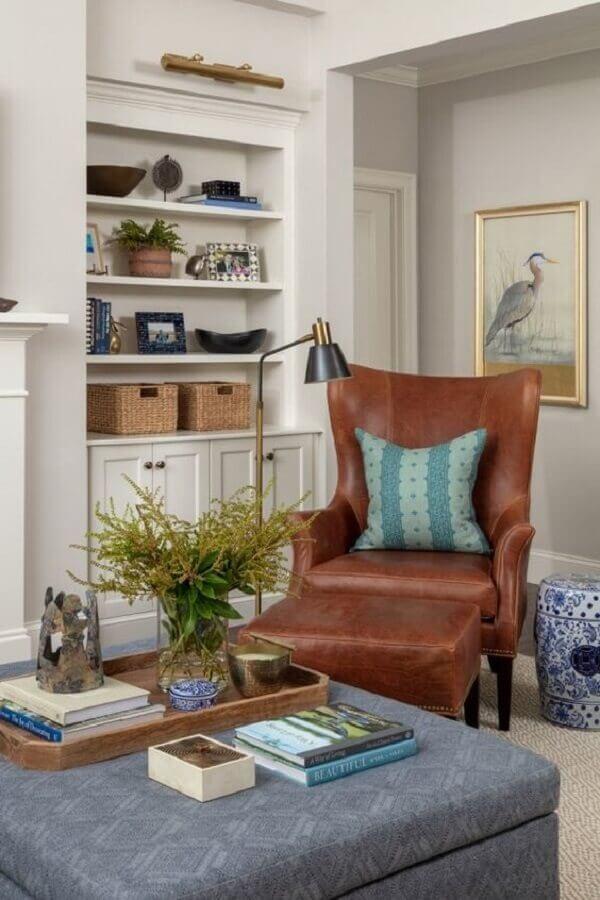poltrona marrom para decoração de sala planejada  Foto Home Fashion Trend