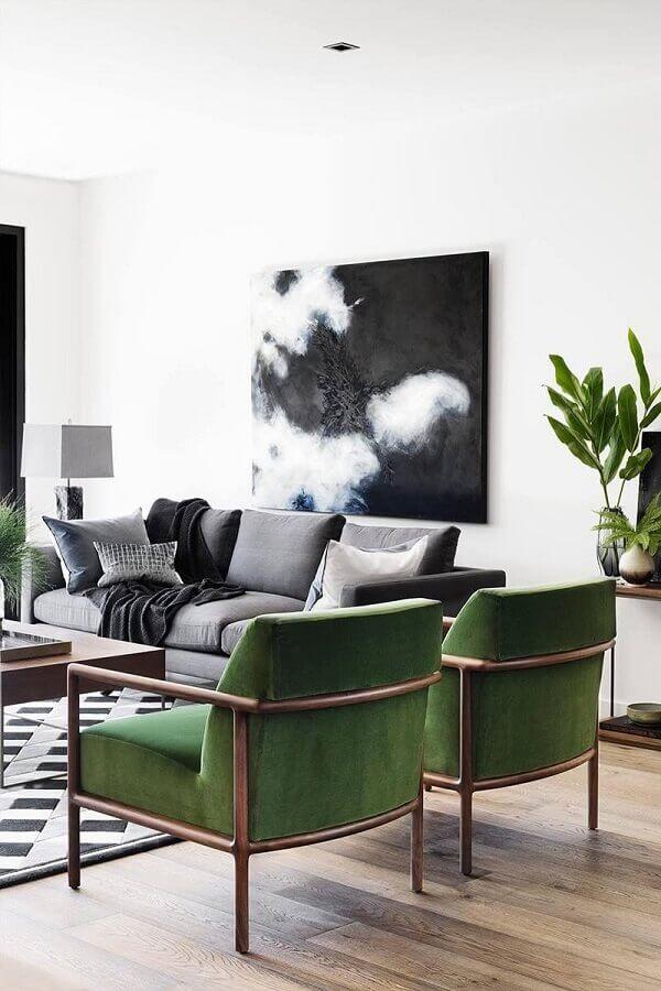 poltrona verde oliva para sala de estar decorada com sofá cinza  Foto Interior Design