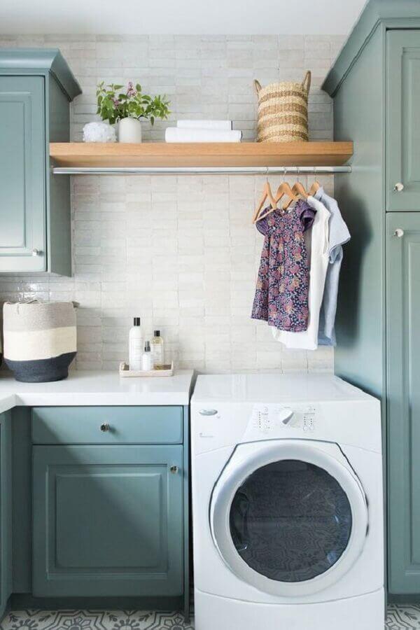 Prateleira para lavanderia decorada com estilo vintage