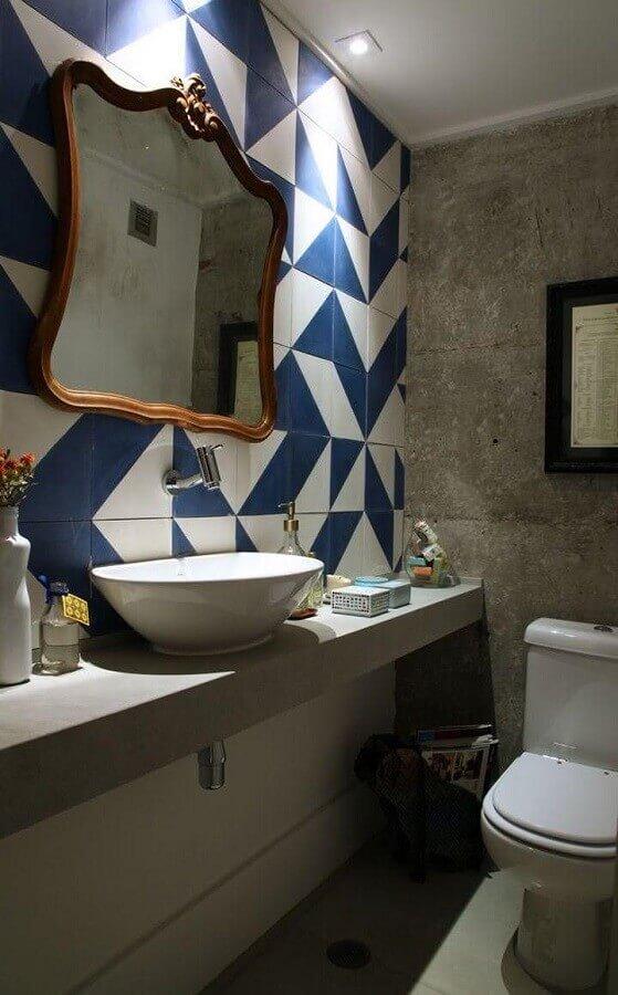 revestimento azul e branco para decoração de banheiro social simples Foto Casa Casada