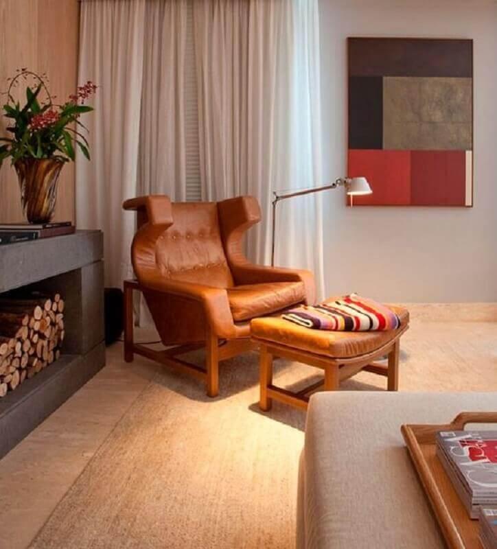 sala de estar decorada com poltrona marrom moderna Foto Histórias de Casa