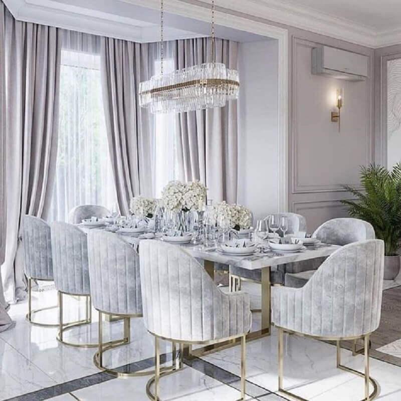 sala de jantar cinza sofisticada decorada com cadeiras acolchoadas  Foto Pinterest