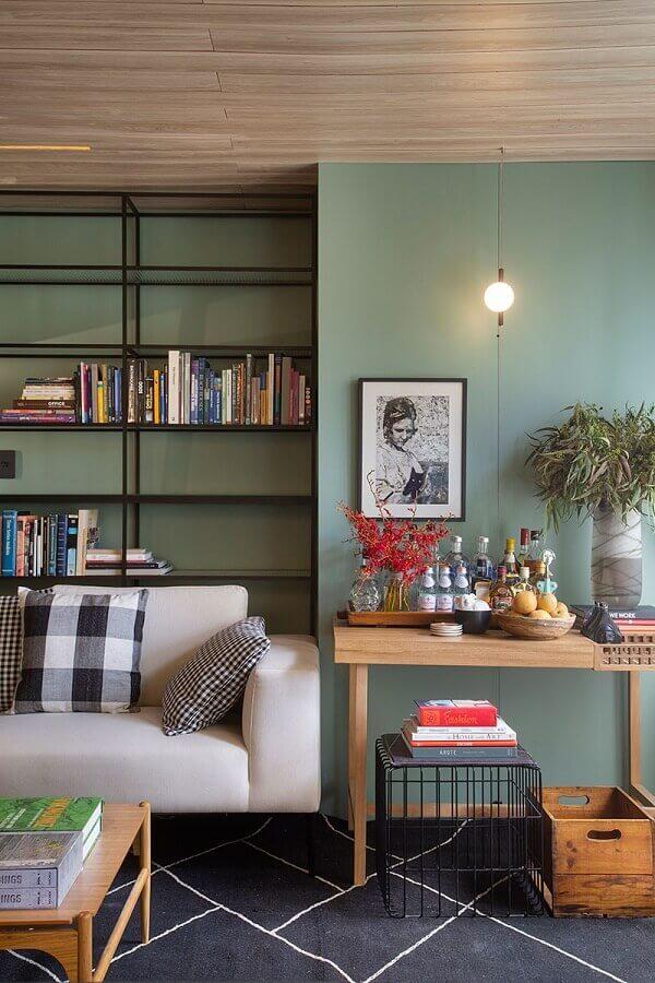 sala moderna decorada com parede verde oliva Foto Conexão Décor