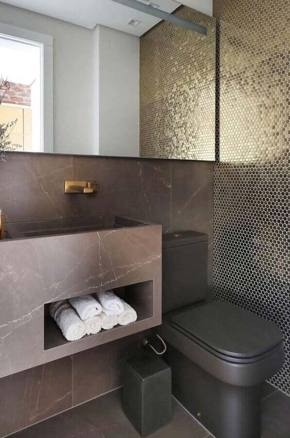 tons de cinza para decoração de banheiro social com pastilha preta Foto Pinterest