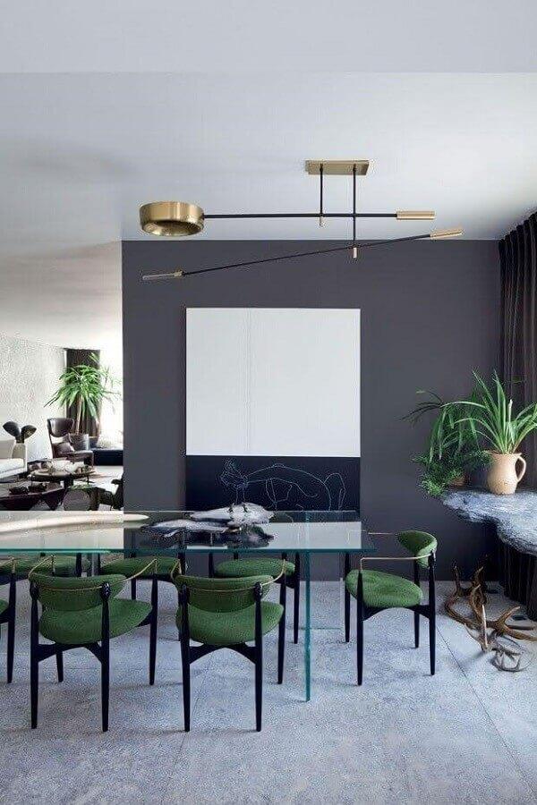 tons de cinza para sala de jantar moderna decorada com cadeira acolchoada verde Foto Home Decor Ideas